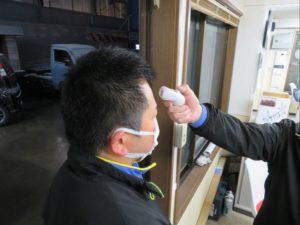 ボディショップ早川では従業員の検温を徹底しています