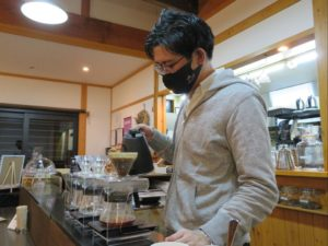 ichinoichi coffeeでがスタッフのマスク着用を徹底しています