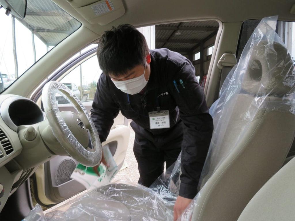 カーメンテ千葉ではお客様の車へのカバー装着を行っております