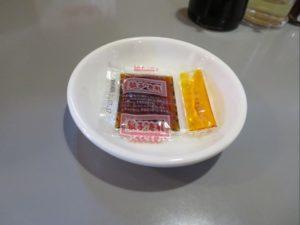 台湾ラーメン味世は調味料を工夫して提供しています