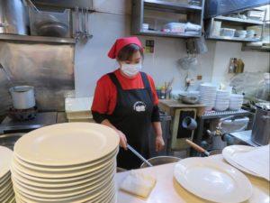 台湾ラーメン味世では従業員のマスク着用を徹底しています