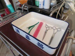 美容室ムトウではその都度器具の消毒を行っています