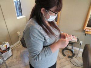 美容室ムトウではスタッフのマスク着用と検温を行っています