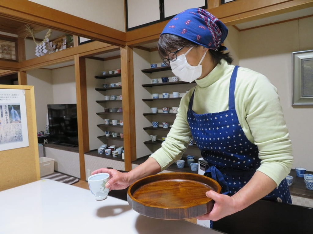 そば家やまきではスタッフのマスク着用を徹底しております